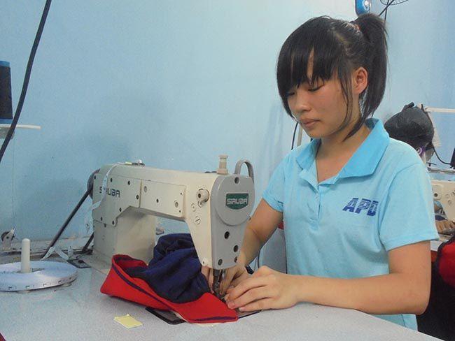 Nhận Đào tạo thợ may áo thun đồng phục làm việc tại xưởng